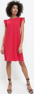 Różowa sukienka Mohito prosta z krótkim rękawem
