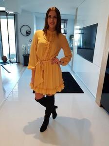Żółta sukienka Fason z okrągłym dekoltem