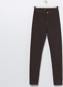 Brązowe jeansy Sinsay