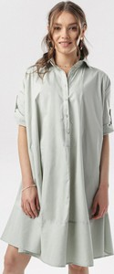 Miętowa sukienka born2be w stylu casual mini