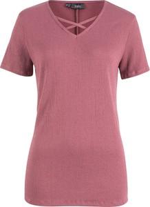 Różowy t-shirt bonprix bpc bonprix collection ze sznurowanym dekoltem z krótkim rękawem