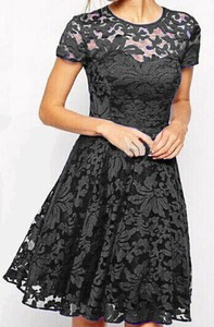 Czarna sukienka Arilook z krótkim rękawem