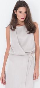 Beżowa sukienka simple