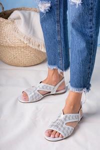 Sandały Casu ze skóry w stylu casual z klamrami