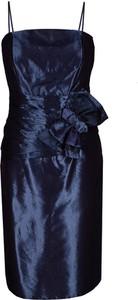 Sukienka Fokus z dekoltem w kształcie litery v midi