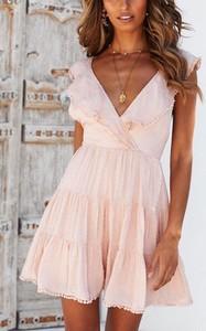 Różowa sukienka Sandbella w stylu boho mini