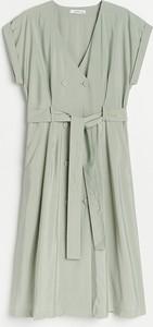 Zielona sukienka Reserved z dekoltem w kształcie litery v w stylu casual z krótkim rękawem