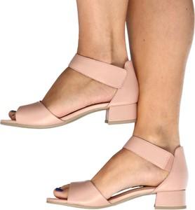 Sandały Caprice ze skóry