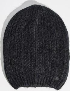 Czarna czapka Sinsay w stylu casual