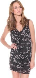 Sukienka Pepe Jeans dopasowana z dekoltem w kształcie litery v