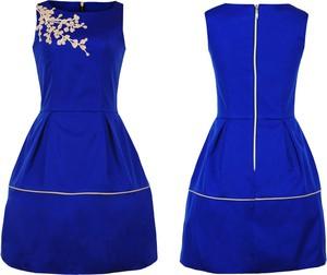 Turkusowa sukienka Camill Fashion bez rękawów z okrągłym dekoltem ze skóry