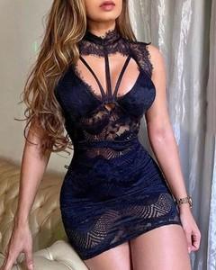 Sukienka Kendallme z dekoltem w kształcie litery v dopasowana
