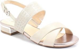 Sandały Caprice z klamrami w stylu casual ze skóry