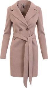 Różowy płaszcz fasoni.pl w stylu casual