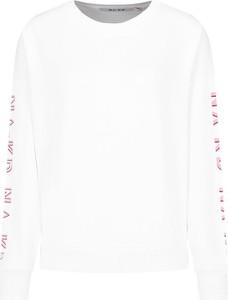 Bluza NA-KD w młodzieżowym stylu krótka
