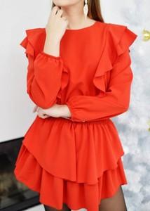 Czerwona sukienka Fason z długim rękawem rozkloszowana