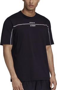 T-shirt Adidas w sportowym stylu z dzianiny