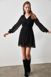 Sukienka Trendyol z długim rękawem mini z dekoltem w kształcie litery v