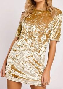 Złota sukienka Arilook mini z okrągłym dekoltem z dresówki