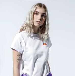 T-shirt Ellesse z okrągłym dekoltem w młodzieżowym stylu