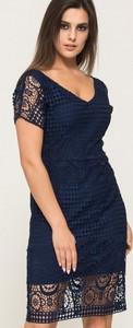 Sukienka VISSAVI z dekoltem w kształcie litery v z krótkim rękawem mini