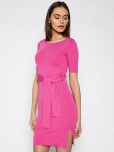 Sukienka Guess w stylu casual z krótkim rękawem z okrągłym dekoltem
