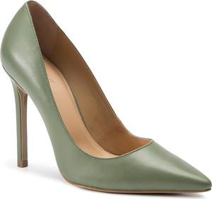 Zielone szpilki Kazar ze skóry w stylu klasycznym