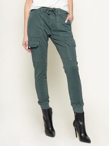 Zielone spodnie Pepe Jeans w militarnym stylu