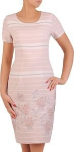 Różowa sukienka POLSKA dopasowana z krótkim rękawem