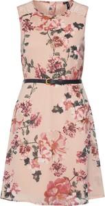 Różowa sukienka Vero Moda w stylu casual