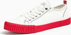 Guess Sneakersy Z Kontrastującą Podeszwą Model Malibu