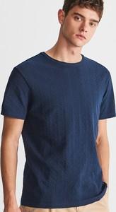 Niebieski t-shirt Reserved z dzianiny z krótkim rękawem w stylu casual