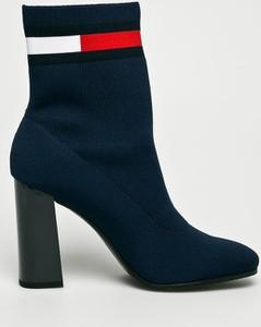 Granatowe botki Tommy Jeans w stylu casual