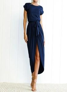 Granatowa sukienka Arilook midi z dresówki z krótkim rękawem