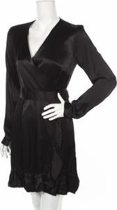 Czarna sukienka Gestuz mini kopertowa