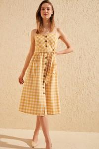 Sukienka Trendyol z dekoltem w kształcie litery v rozkloszowana midi