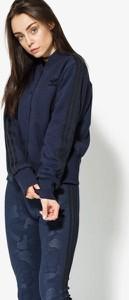 Czarna kurtka adidas bez wzorów