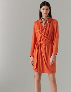 Pomarańczowa sukienka Mohito midi z kołnierzykiem