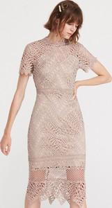 Sukienka Reserved z okrągłym dekoltem z krótkim rękawem dopasowana