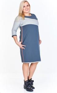 Sukienka Fokus oversize z długim rękawem w sportowym stylu