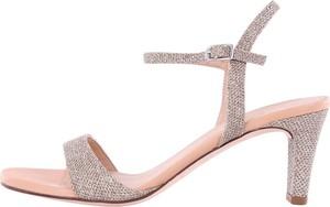 Różowe sandały Unisa z klamrami ze skóry