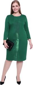 Zielona sukienka modneduzerozmiary.pl z tkaniny dla puszystych z okrągłym dekoltem