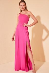 Sukienka Trendyol maxi z odkrytymi ramionami