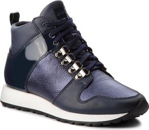 Granatowe buty sportowe Gino Rossi z płaską podeszwą w stylu glamour