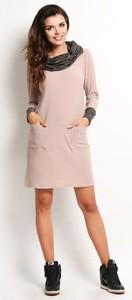 Różowa sukienka Awama oversize z długim rękawem