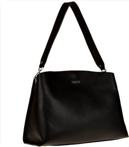 Czarna torebka vezze matowa w wakacyjnym stylu