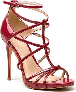 Sandały Guess w stylu klasycznym na wysokim obcasie na szpilce