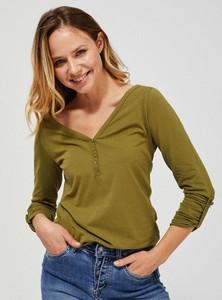 Zielona bluzka Moodo z dekoltem w kształcie litery v