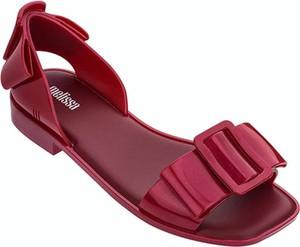 Czerwone sandały Melissa z płaską podeszwą
