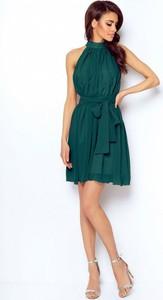 Zielona sukienka Ivon rozkloszowana bez rękawów z szyfonu